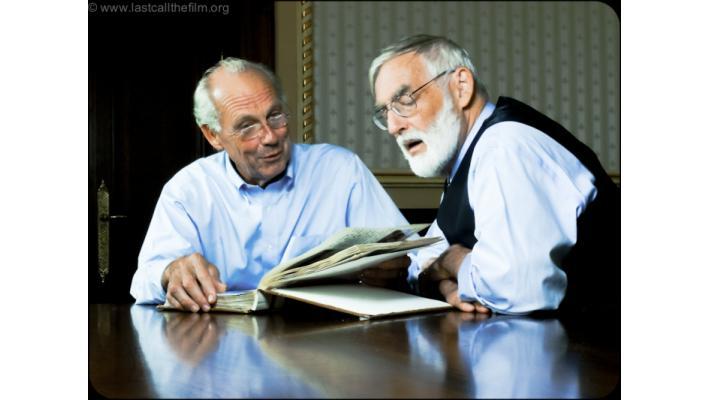 Jorgen Randers e Dennis Meadows sfogliano il loro album di ricordi degli anni d'oro al MIT